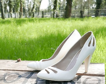 Vintage white leather décolleté shoes size 39 Made in Italy Heel 8 cm OOAK