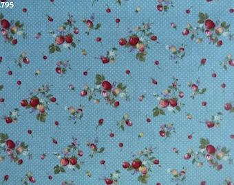 C795 Strawberry fabric on blue coupon 35x50cm