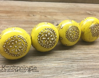 SET OF 4- Distressed Yellow and White Lace Pattern Painted Round Wooden Knob - Drawer Pull - Rustic Shabby Chic Decorative Knob