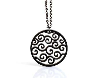 Collana con pendente nero geometrico circolare con onde e spirali in acrilico tagliato al laser