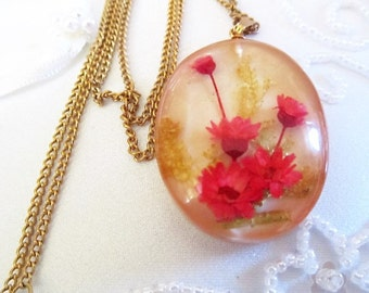 Oval Straw Flowers Necklace, Gold Tone Chain