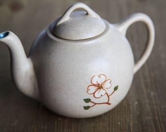 Vintage Pigeon Forge Pottery Teapot Dogwood Flower / Vintage Tennessee Ceramic Pottery / Country Kitchen Farmhouse Decor