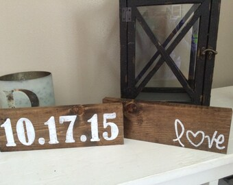 Rustic Date & Love Sign - Rustic Home Decor - Wedding Date - Distressed Signs