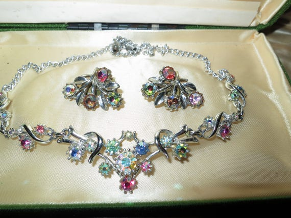 Lovely vintage silvertone set of aurora borealis glass necklace and earrings
