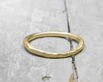 Gold stacking ring, 750 yellow gold, forged collection ring, 2 mm, 18k ring, organic shape, with hammer stroke