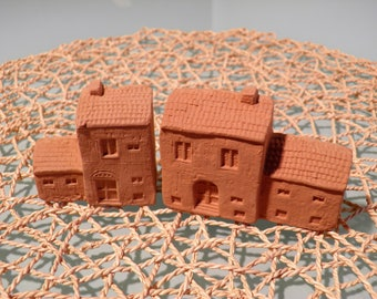 Two earthen houses. You can also decorate with tempera or acrylic paints.