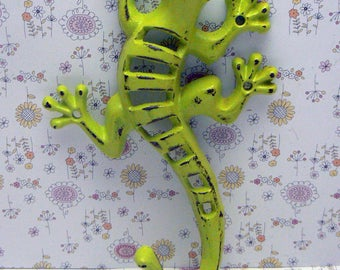 Lizard Gecko Wall Hook Cast Iron Boho Southwest Shabby Elegance Lime Retro Green Garden Fence Art Coat Jewelry Leash Towel Keys Hook