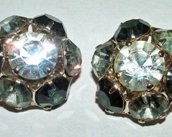 P7182: Vintage Lovely Pair Rhinestone Earrings Clip Costume Jewelry Collectible at Vintageway Furniture