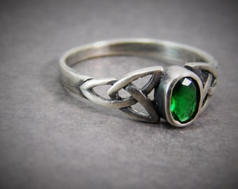 Emerald Celtic Ring, Sterling Silver Celtic Ring / Celtic Knot Ring / Endless Knot Ring / Triquetra, irish ring