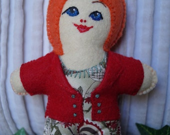 little dolls, small dolls, stuffed dolls, felt dolls, handmade dolls, pocket sized dolls,