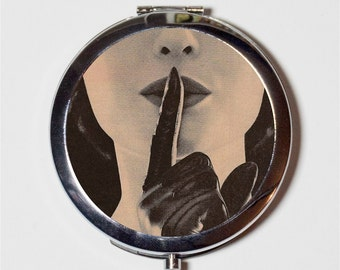 Whisper Retro Compact Mirror - Glamorous 1950s Woman - Make Up Pocket Mirror for Cosmetics