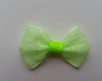 noeud en voile vert à pois blanc  35*25mm