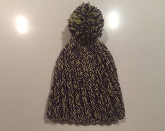 Hand knitted seamless hat for children 1,5-3 years old