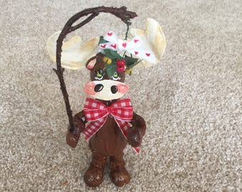 Amusing Moose Needs A Smooch Not A Muffin Christmas Figurine Ornament And Cake Topper
