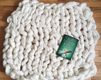 Chunky hand knit pure wool blanket/backdrop (K)