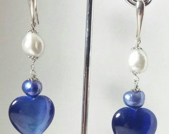 Earring made of silver, light grey and blue pearls of fresh water and heart of cat's eye.