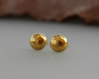Eco friendly studs earrings, Gold studs earrings, Medium size Gold Earrings, Round hammered round gold earrings, Organic shape earrings