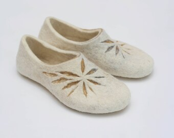 Felted slippers for women - White home shoes - White slippers - Natural woolen clogs - Handmade slippers - Bride slippers - Wedding shoes