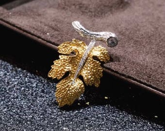 18K gold maple leaf pendant with diamonds