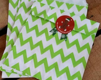 Set of 8 paper bags / green Chevron gift bags