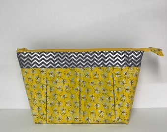 "FREE SHIPPING!  Large -  ""Bees a Buzzin'"", Zippered, Pleated Cosmetic/Toiletry Bag."