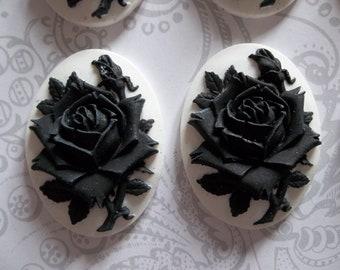 Floraison de fleur de Rose noire sur camée blanc - 40X30mm Cabochons en plastique - Qté 6