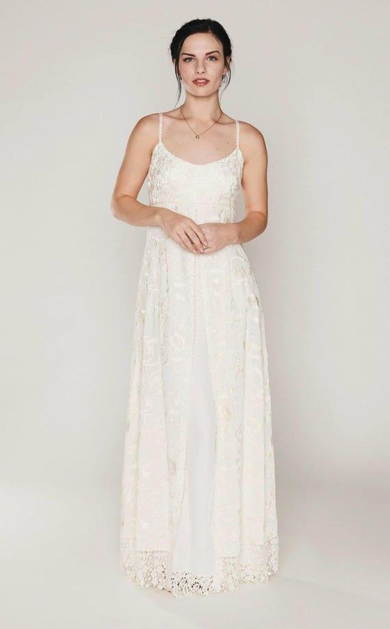 Schlichtes Brautkleid Hinterhof Brautkleid rustikale