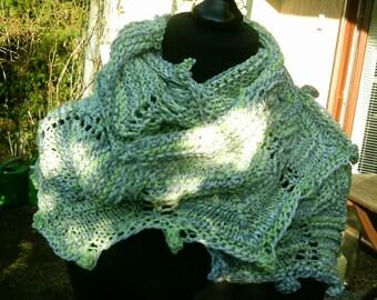 Loop, knit extra long, green grey white Farverlauf,