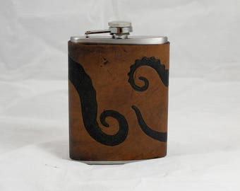 Tentacles, Cthulhu leather flask 8oz