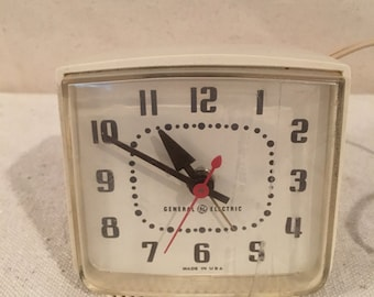 1960s Clock - Vintage Electric Desk Clock Retro Cube from General Electric - GE - White - Mid Century