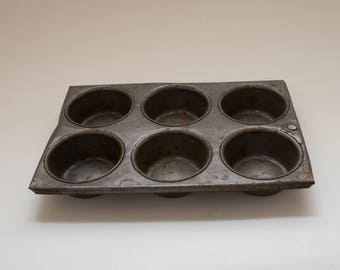 Vintage 6 Cup Muffin Tin Rusty Distressed Photography Prop