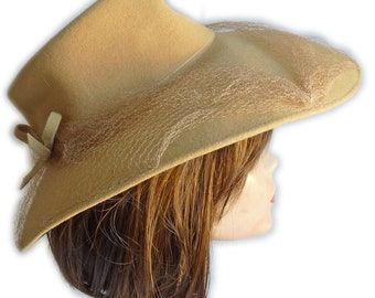 Wide brimmed felt hat pale yellow with veil VINTAGE 1940s