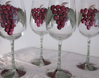 ON SALE Wine glasses, hand painted purple grapes, green leaves. Great birthday gift, Housewarming, Mothersday day, gift for Wife, Mother