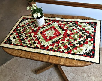 Quilted Poppy Table Runner, Old Fashioned Red and White Poppy Table Decoration, Holiday Table Runner