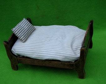 Primitive Doll Bed, late 1700's to early 1800's