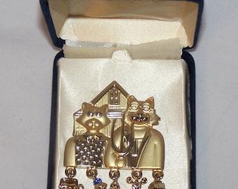Brooch Pin By OAJE cats Gold tone w/case