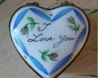 """Vintage French Limoges Heart Box """"I love you""""."""