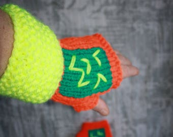 """yellow and orange mittens """"fluorescent"""" wool size 6/7"""