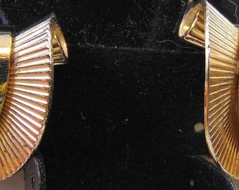 Vintage Signed Napier Sterling Vermeil Retro Volute Clip Earrings
