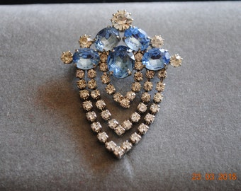 Blue and Clear Rhinestones V Shaped Lapel Brooch Pin