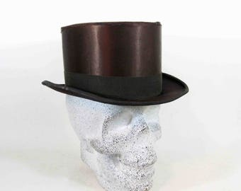 Antique Victorian Silk Top Hat in Black. Circa 1837 - 1901.