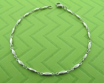 stainless steel chain anklet. avail in .9.5 and 10.5 inches