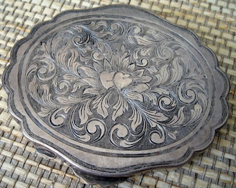 Engraved Metal Compact or Necessaire, Vintage