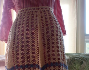 VINTAGE CROCHET APRON made with care // A real find // delicately hand crochet work // simply Lovely and One-of-a-kind!