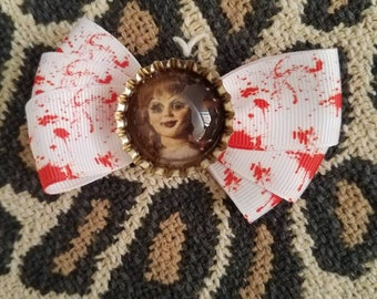 Annabelle, the conjuring, Hair bow