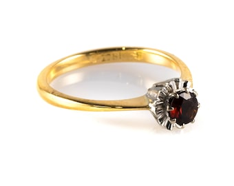 Vintage 18ct Yellow Gold Garnet Solitaire Ring