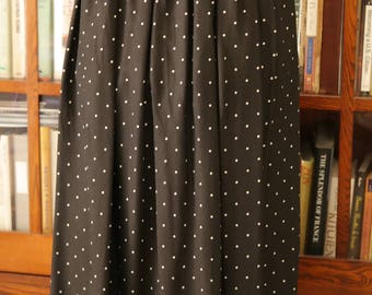 Maxi midi pleated rayon skirt / black white polka dots / Chaus summer M L elastic waist vintage 1980s comfortable