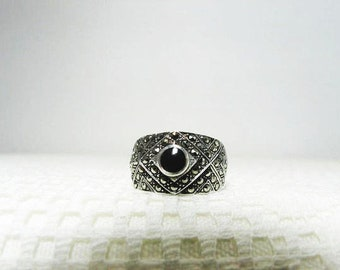 925 Marcasite 3D Ring With Black Onyx Cabochon Size 7 1/2 Ladies Ring
