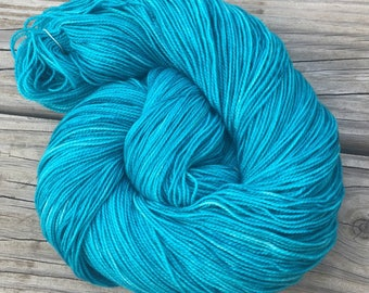 Mermaid's Curse hand dyed sock weight yarn Shawl Length Super Skein Superwash Merino Cashmere Nylon MCN 600 yards fingering teal turquoise