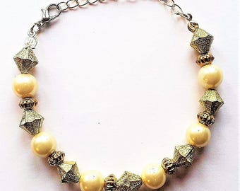 Gold Round and Bicone Beaded Bracelet